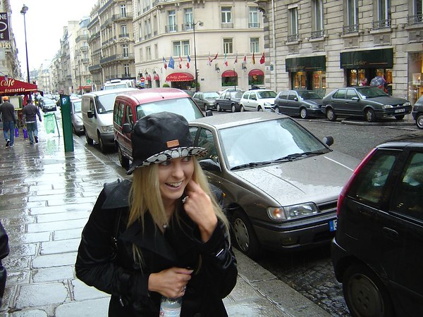 The rain showed no sign of clearing. It was fairly cold, too. Not what I pidtured when I thought of spring time in Paris.