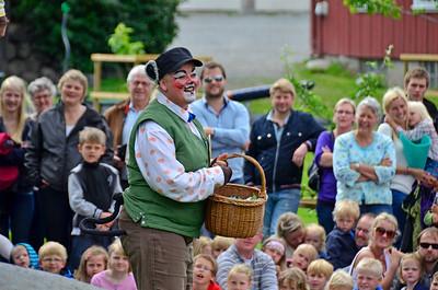 """Gjøvik Sommerteater 2012:  """"ALLE DYRENE I HAKKEBAKKESKOGEN""""   - Gjøvik Gård 30/06/2012   --- Foto: Jonny Isaksen"""