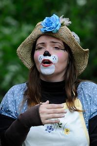 """Bamsemor: Linda Renate Lauritzen Fossen Gjøvik Sommerteater 2012:  """"ALLE DYRENE I HAKKEBAKKESKOGEN"""" Gjøvik Gård 30/06/2012   ---   Foto: Jonny Isaksen"""