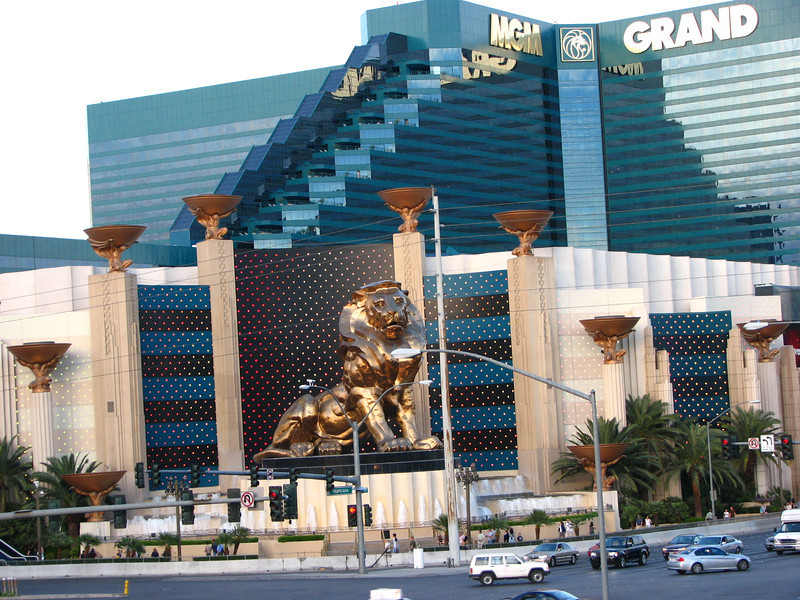 Big gold lion at the MGM Grand.