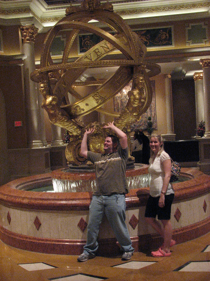 Brett and Ashlee goof off at the Venetian's fountain.