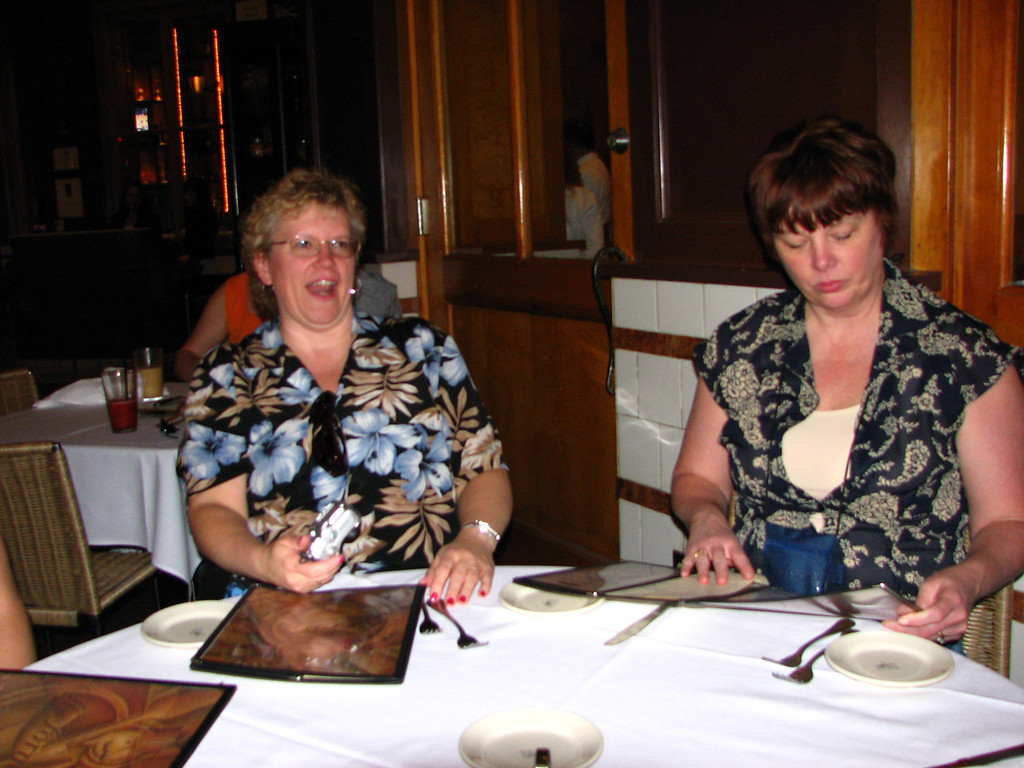 Jean and Teresa decide what to order.
