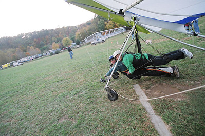 Hang Gliding at Lookout Mtn. - Oct. 29, 2006