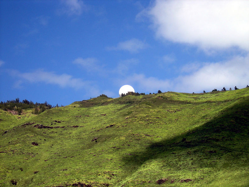 Radar dome atop the Wainae Mtn lookout over Kaena Point.