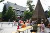 Die Köhlermusikanten musizieren auf dem Pfarrplatz