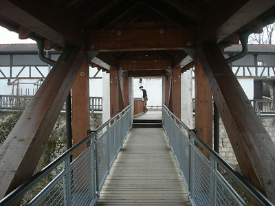 High entrance bridge
