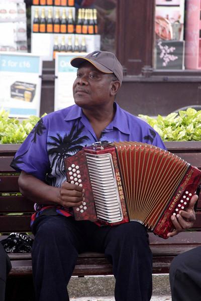 Henley Festival street theatre 2009