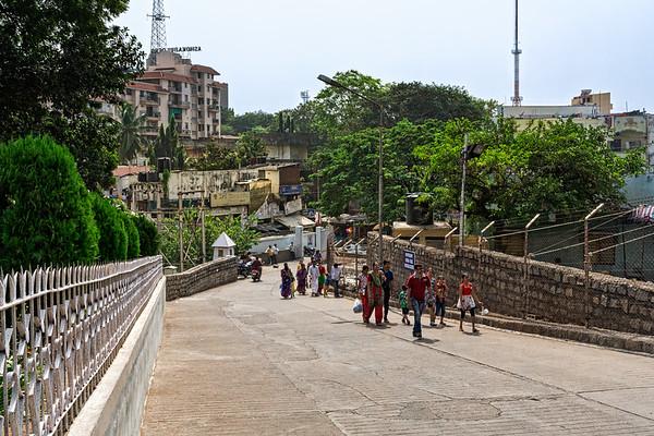 Walking to the Birla Mandir