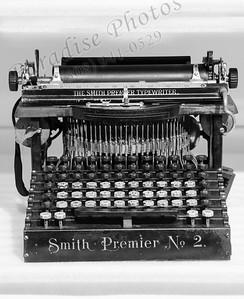 manual typewriter 2971