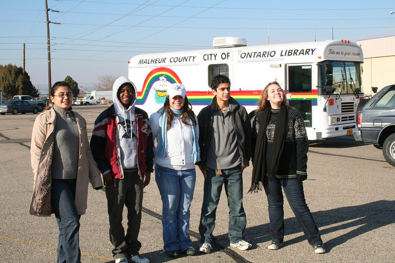 Aqsa, Mboyi, Barbara, Mahmoud, and Lena getting ready for the Ontario, OR Holiday Parade.