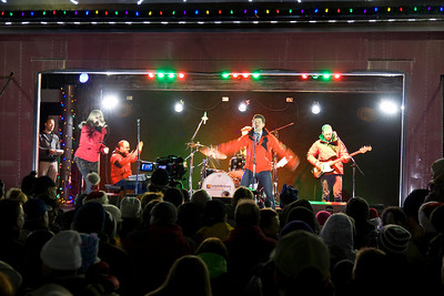 CP Rail Holiday Train comes to Port Coquitlam - Matt Dusk and Melanie Doan on stage