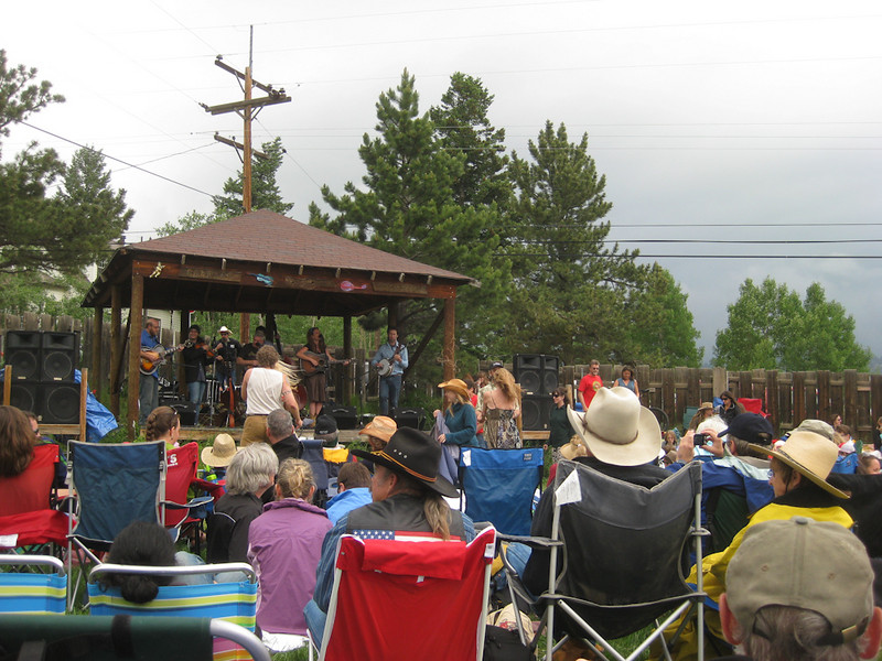 Fourth of July Twang @ Gold Hill Inn. Singing and dancing