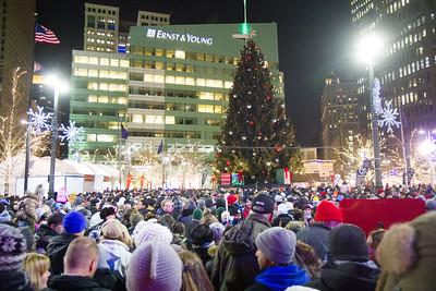 Detroit_Tree_Lighting_2014-25