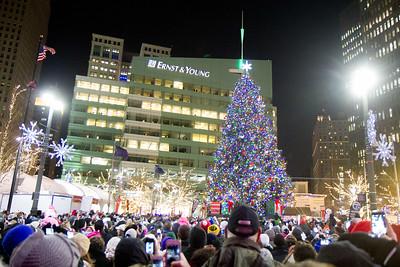 Detroit_Tree_Lighting_2014-26