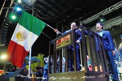 2014-09-14-1646  Roberto Rodriguez Hernandez, consul de Mexico en Phoenix & Rodrigo Navarro, consul de relaciones comuitarias
