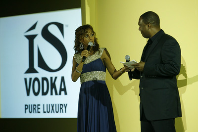 Photo Gallery of Hollyrod Design Care Fundraiser for Parkinson's Disease and ISVodka Sponsorship. Join the stars Sugar Ray Leonard, Natalie Cole, Magic Johnson, Leeza Gibbons, Kenneth ÒBabyfaceÓ Edmonds, Laila Ali, Garcelle Beauvais-Nilon, Nancy OÕDell, Eriq La Salle, Nicole Murphy, Ciara, Gabrielle Union, Amy Yasbeck, Sanaa Lathan, Regina Bell, Jennifer Lucas, Byron Allen, John Sally, Harvey Weinstein, Samuel Jackson and Lisa Rinna as they raise money for Parkinson's Disease and Autism in the 11th Annual Hollyrod Foundation Event hosted by Rodney Peete and Holly Robinson Peete. Photos by Berliner Studios for www.BEImages.net
