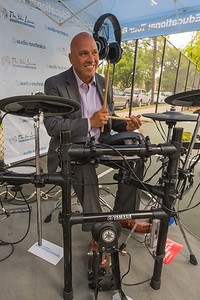 2016_09_28_Flushing_NY_Holy_Cross_High_School, Paul Vallone, Congressman, tents, drums, yamaha, audio technica