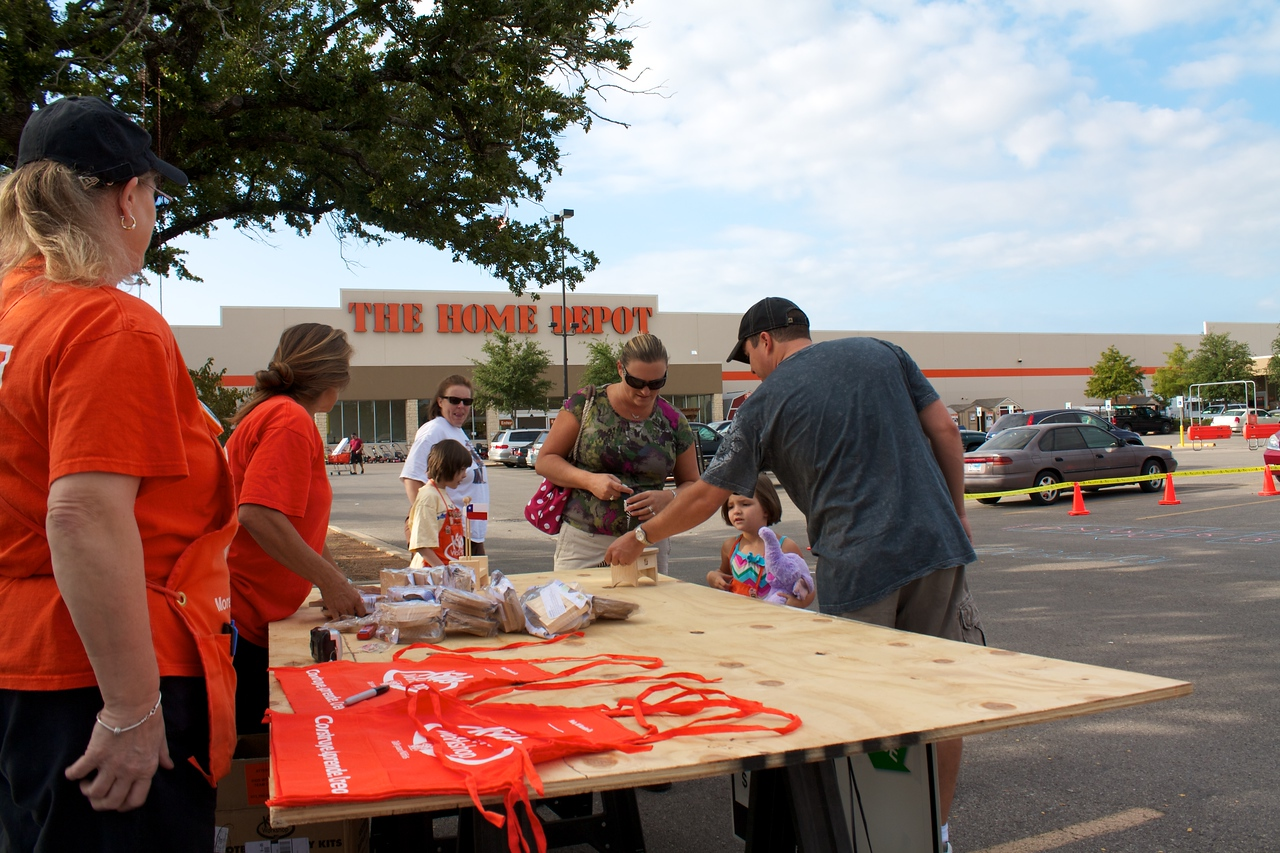 Home Depot Event 9-4-10 - IMG# 2013