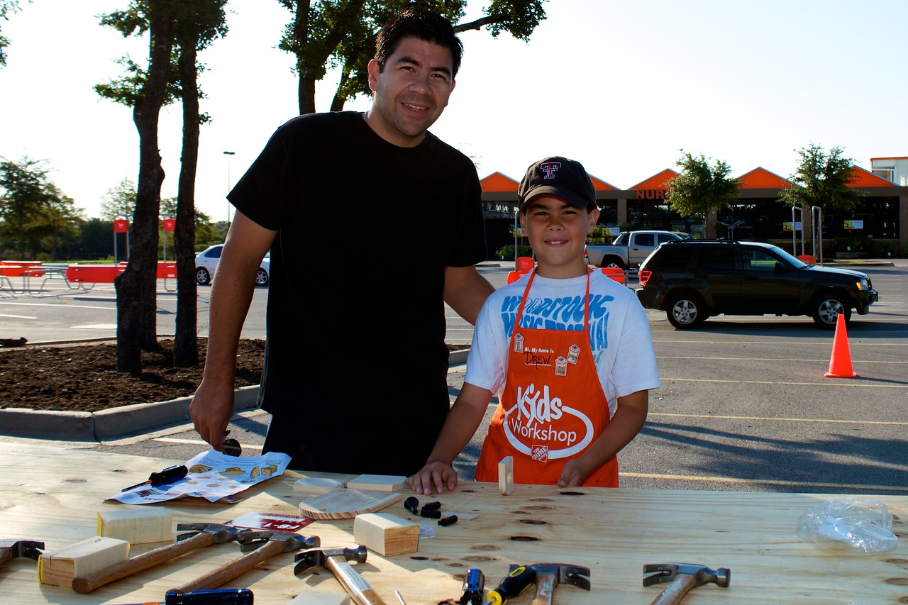 Kids Workshop at Home Depot - 2010-10-02 - IMG# 10-005242