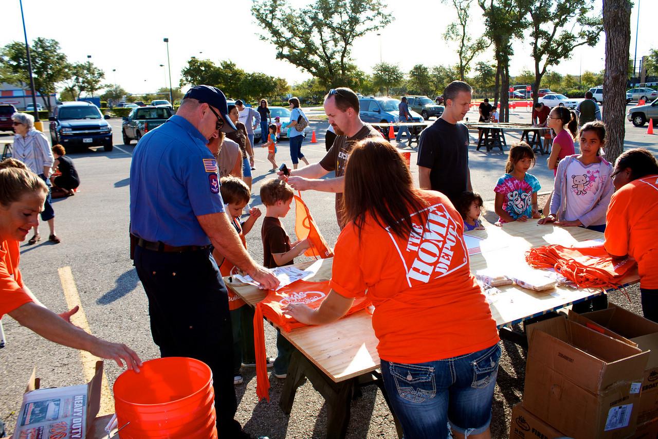 Kids Workshop at Home Depot - 2010-10-02 - IMG# 10-005227