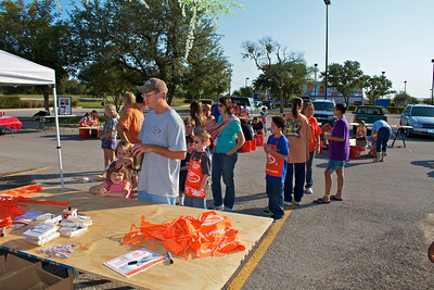 Kids Workshop at Home Depot - 2010-10-02 - IMG# 10-005258