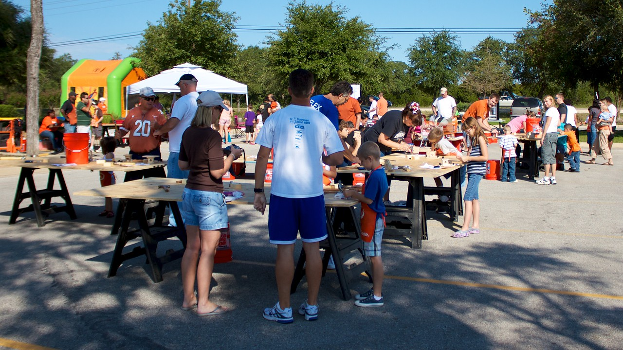 Kids Workshop at Home Depot - 2010-10-02 - IMG# 10-005380