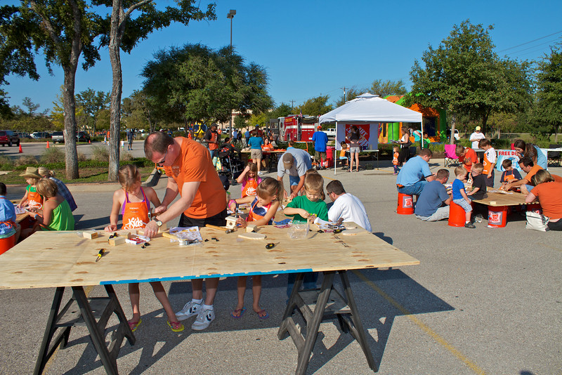 Kids Workshop at Home Depot - 2010-10-02 - IMG# 10-005269