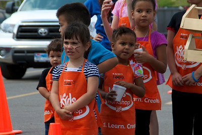 Home Depot Kid's Workshop - Earth Day 2011 - 2011-04-23 - IMG# 04-008941