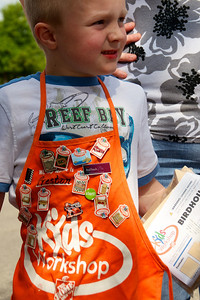 Home Depot Kid's Workshop - Earth Day 2011 - 2011-04-23 - IMG# 04-008887