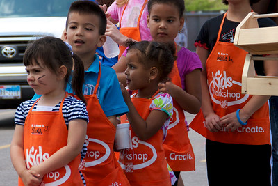 Home Depot Kid's Workshop - Earth Day 2011 - 2011-04-23 - IMG# 04-008943