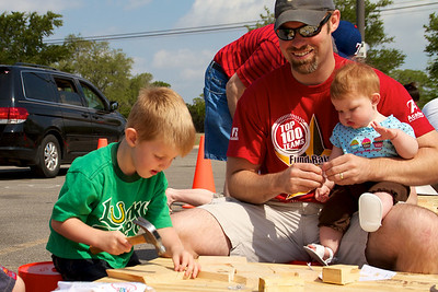 Home Depot Kid's Workshop - Earth Day 2011 - 2011-04-23 - IMG# 04-008907