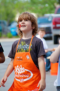 Home Depot Kid's Workshop - Earth Day 2011 - 2011-04-23 - IMG# 04-008965