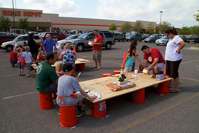 Home Depot Kid's Workshop - Earth Day 2011 - 2011-04-23 - IMG# 04-008918