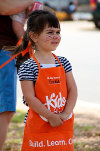 Home Depot Kid's Workshop - Earth Day 2011 - 2011-04-23 - IMG# 04-008952