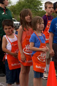Home Depot Kid's Workshop - Earth Day 2011 - 2011-04-23 - IMG# 04-008827