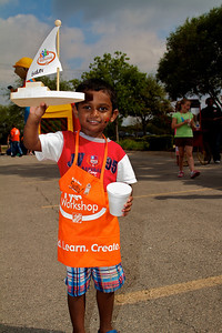 Home Depot Kid's Workshop - Earth Day 2011 - 2011-04-23 - IMG# 04-008855