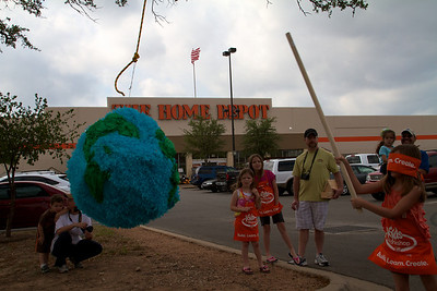 Home Depot Kid's Workshop - Earth Day 2011 - 2011-04-23 - IMG# 04-008834