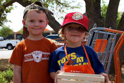 Home Depot Kid's Workshop - Earth Day 2011 - 2011-04-23 - IMG# 04-008983