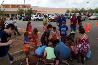 Home Depot Kid's Workshop - Earth Day 2011 - 2011-04-23 - IMG# 04-008846