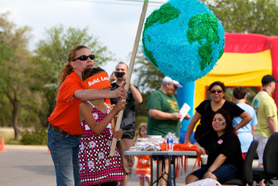 Home Depot Kid's Workshop - Earth Day 2011 - 2011-04-23 - IMG# 04-008801