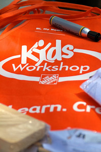Home Depot Kid's Workshop - Earth Day 2011 - 2011-04-23 - IMG# 04-008893