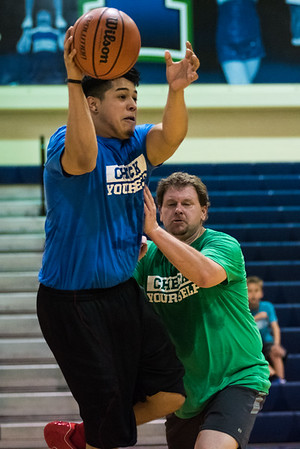 021317_StaffVs StudentBasketball-3037