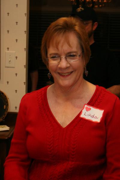 Hostess Linda Thompson