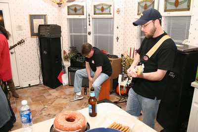 The Thompson brothers: Andy on the Cajon and Matt on guitar.