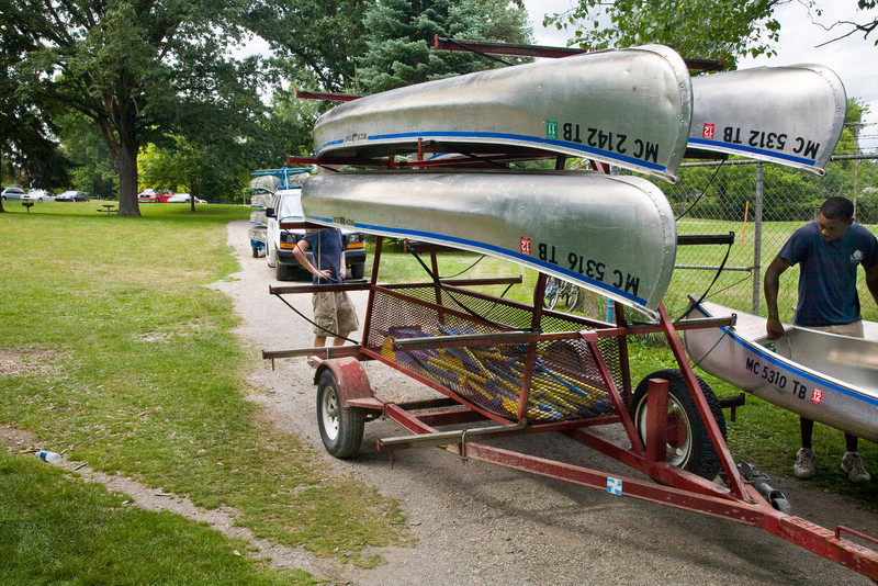 Canoes arriving at Barton Dam