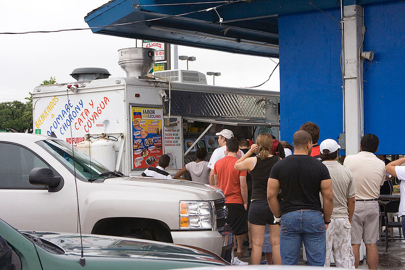 Now this is enterprise. This place was an instant hit. Just another reason I'm so partial to Mexicans. Hot food where there is none. Along Westheimer Road, Hurricane Ike aftermath.