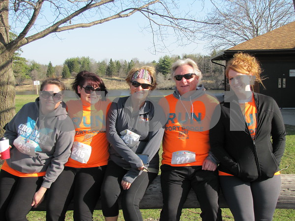 Annette Loerch, Kaymie Loerch, Deb Loerch, Jim Meredith, and Adrianne Peters before taking part in the 5K for JDRF.
