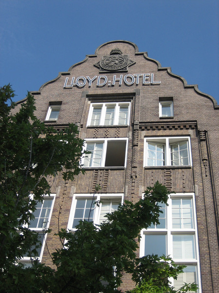 Inside Design Amsterdam georganiseerd door Elle Wonen op 50 locaties in Amsterdam met als middelpunt het Lloyd Hotel