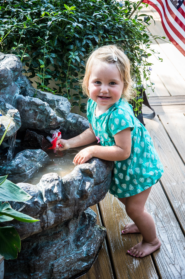 Kassidy gets in  on the fountain action.....
