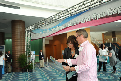 Beauty professionals checking out who is exhibiting at ISSE Long Beach